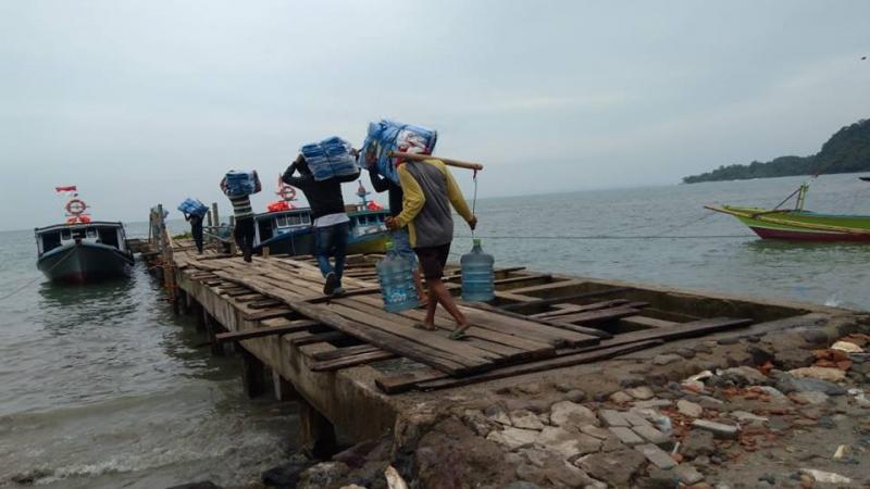 Distribusi bantuan untuk Penyintas di Pulau Sebesi