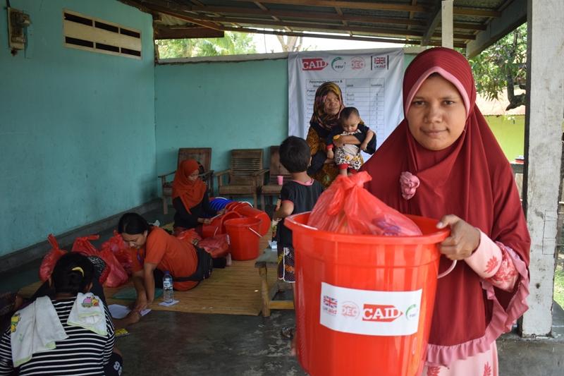 distribusi hygiene kits kepada pengungsi di ngatabaru 23 ot 2018_palu