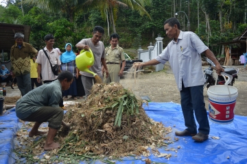 Training on Making Alternative Livestock Fodder in Giritirto, Gunungkidul
